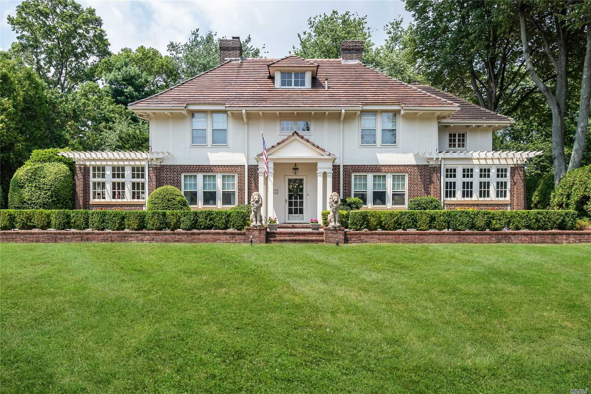 Residential For Sale in 22 Westbury Rd, Garden City, NY ,11530