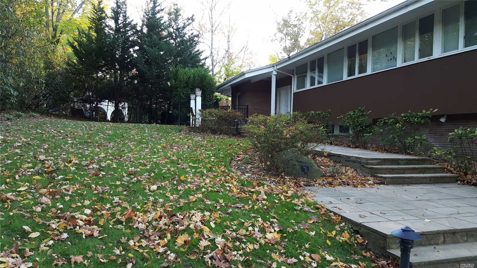 Residential For Sale in 238 Kings Point Rd, Great Neck, NY ,11024