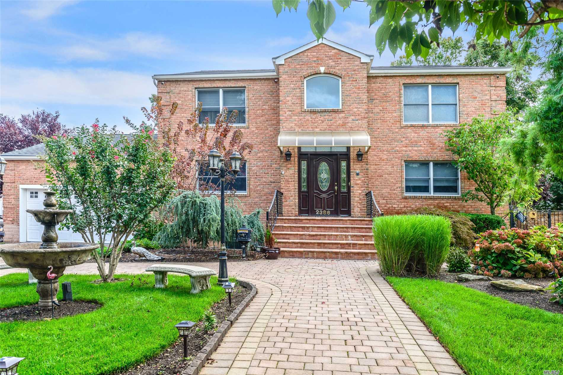 Residential For Sale in 2386 Elk Ct, Bellmore, NY ,11710