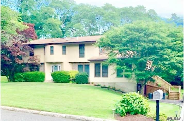 Residential For Sale in 4 Windsor Gate Dr, Dix Hills, NY ,11746
