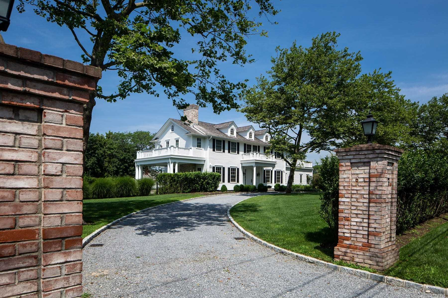 Residential For Sale in 7 Bayfield Ln, Westhampton Bch, NY ,11978