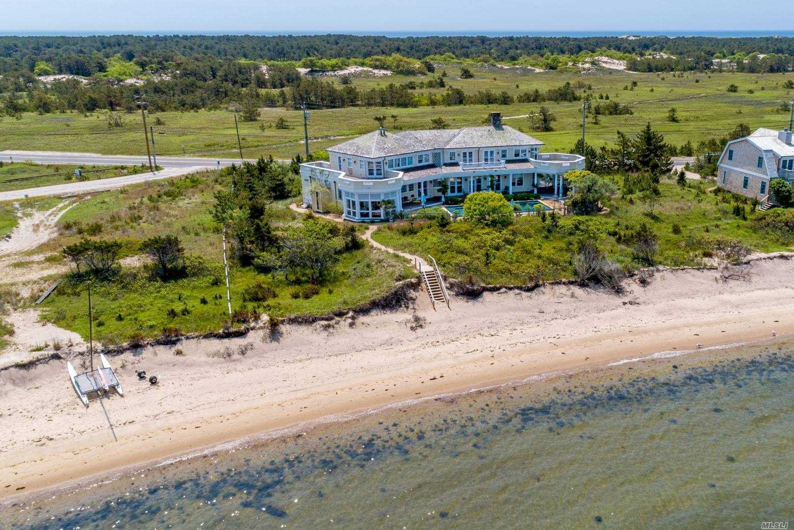 Residential For Sale in 421 Cranberry Hole Rd, Amagansett, NY ,11930