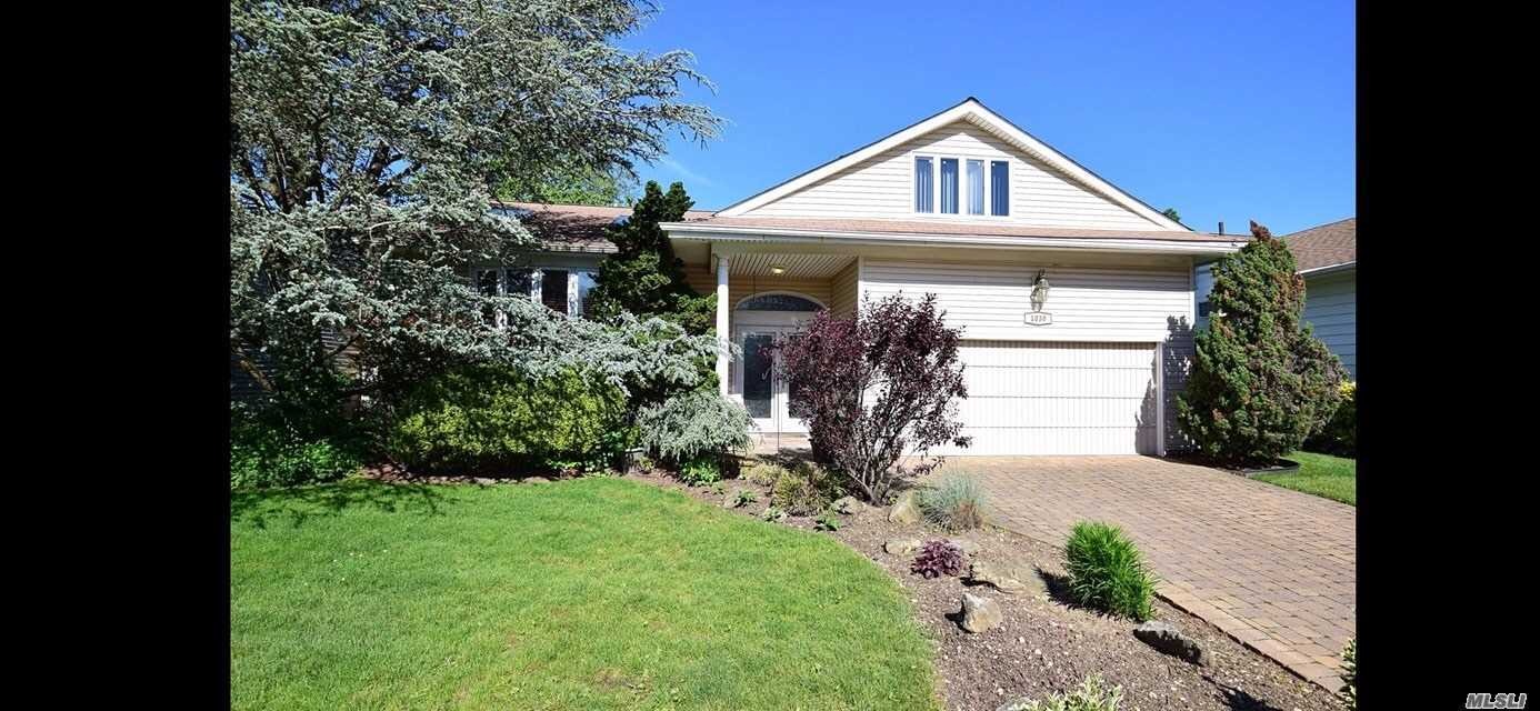 Residential For Sale in 1030 Carley S Ct, N. Bellmore, NY ,11710