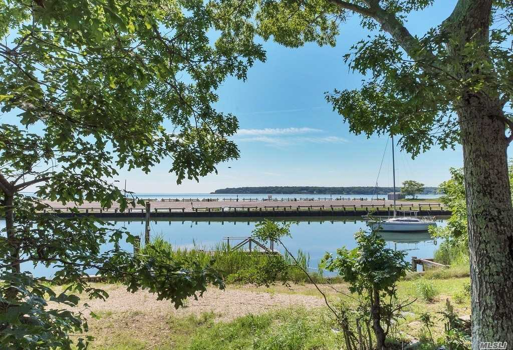Residential For Sale in 870 Inlet Ln, Greenport, NY ,11944