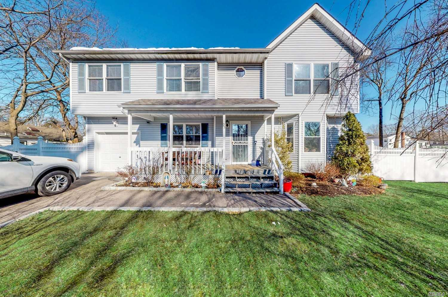Residential For Sale in 25 Acorn Ave, Central Islip, NY ,11722