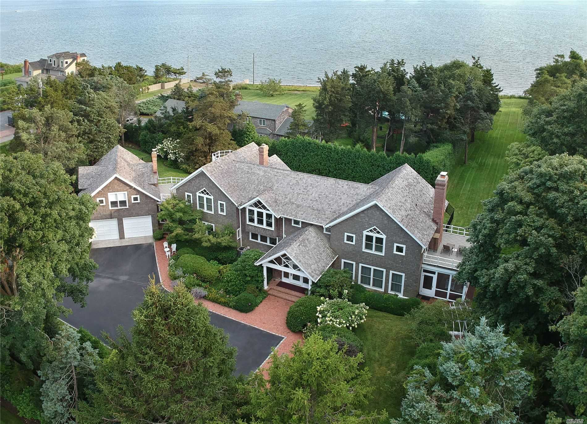 Residential For Sale in 42 Thorn Hedge Rd, Bellport Village, NY ,11713