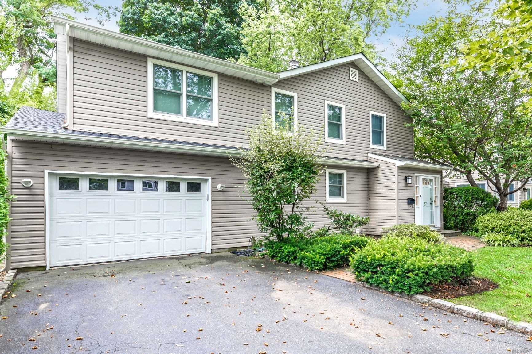 Residential For Sale in 57 Amherst Rd, Albertson, NY ,11507