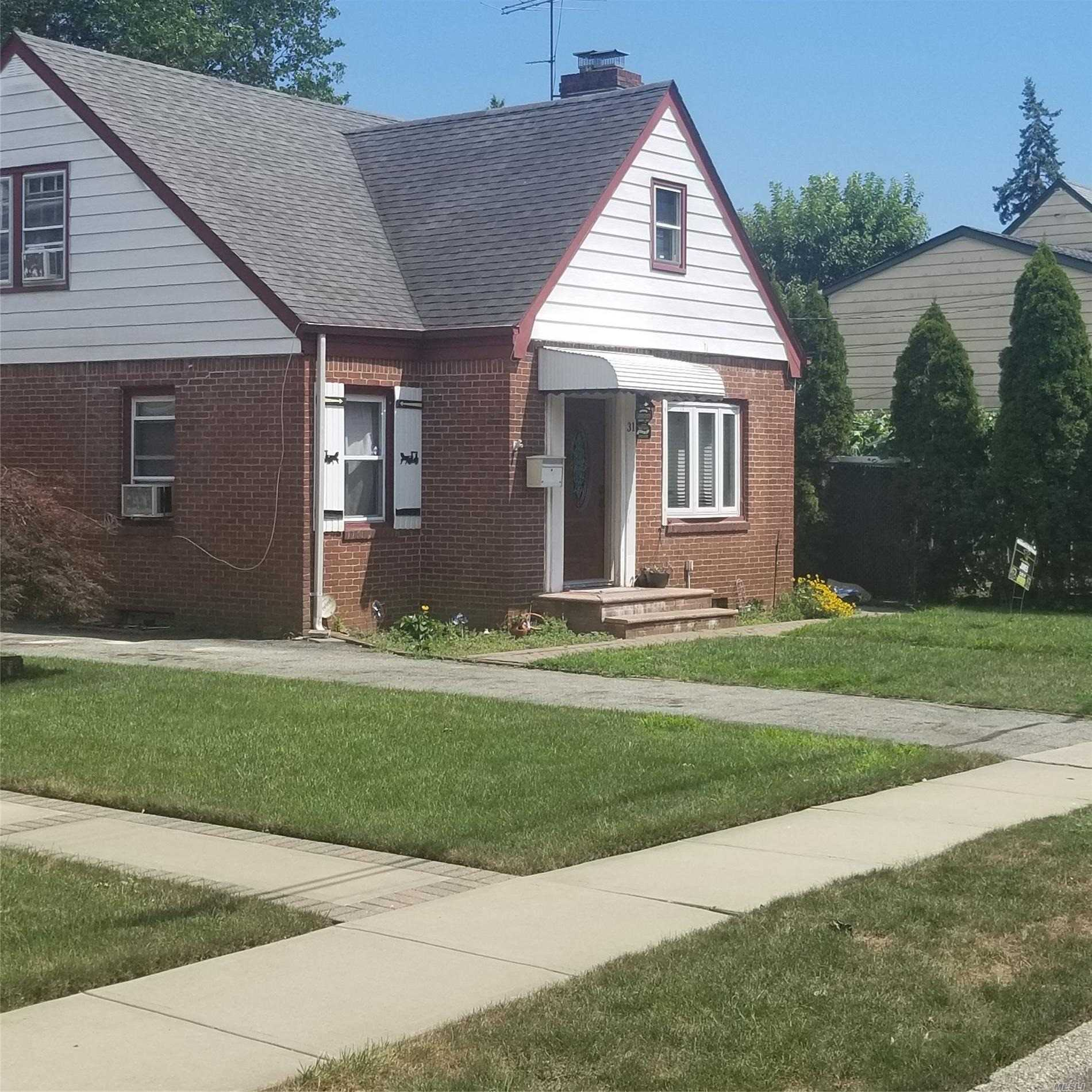 Residential For Sale in 31 Spencer Pl, Hempstead, NY ,11550