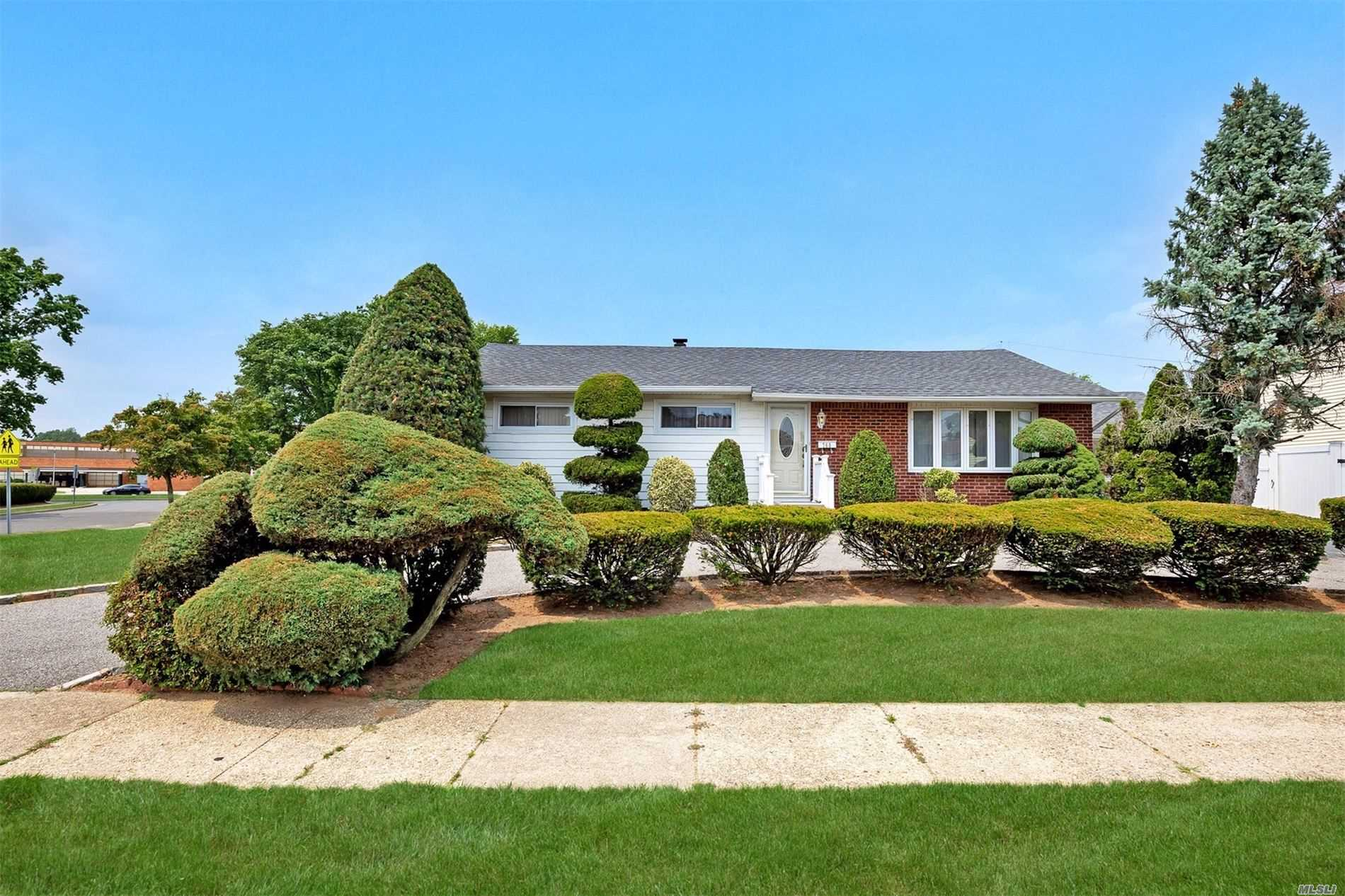 Residential For Sale in 760 Patterson Ave, Franklin Square, NY ,11010