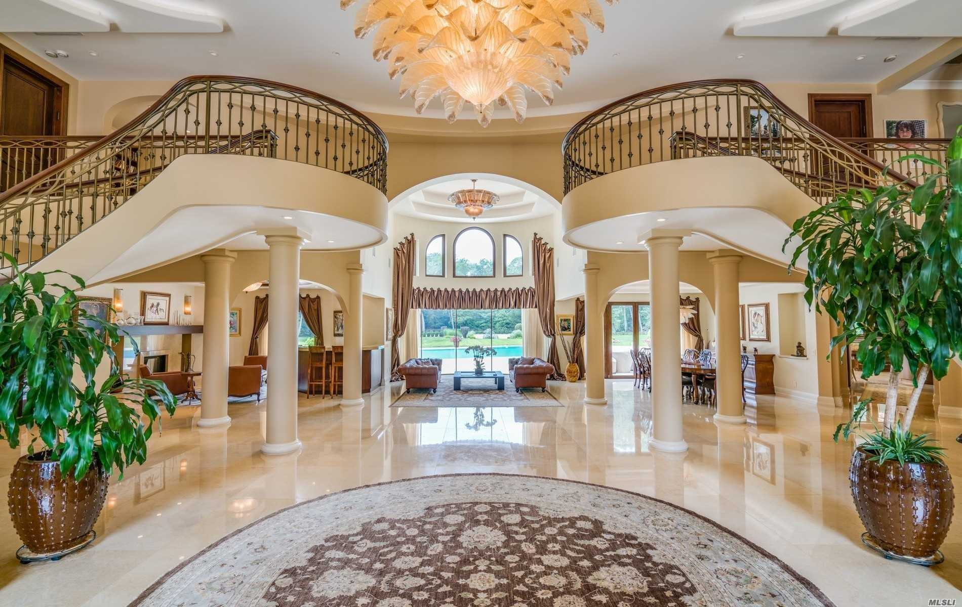 Residential For Sale in 9 Guys Ln, Old Westbury, NY ,11568