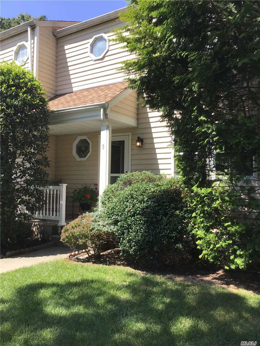 Condominium for sale in 5 Taylor Cmns, Yaphank, NY ,11980