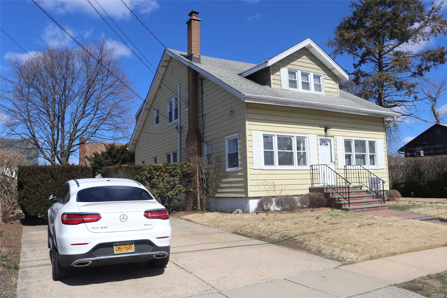Residential For Sale in 138 Jerome Ave, Mineola, NY ,11501
