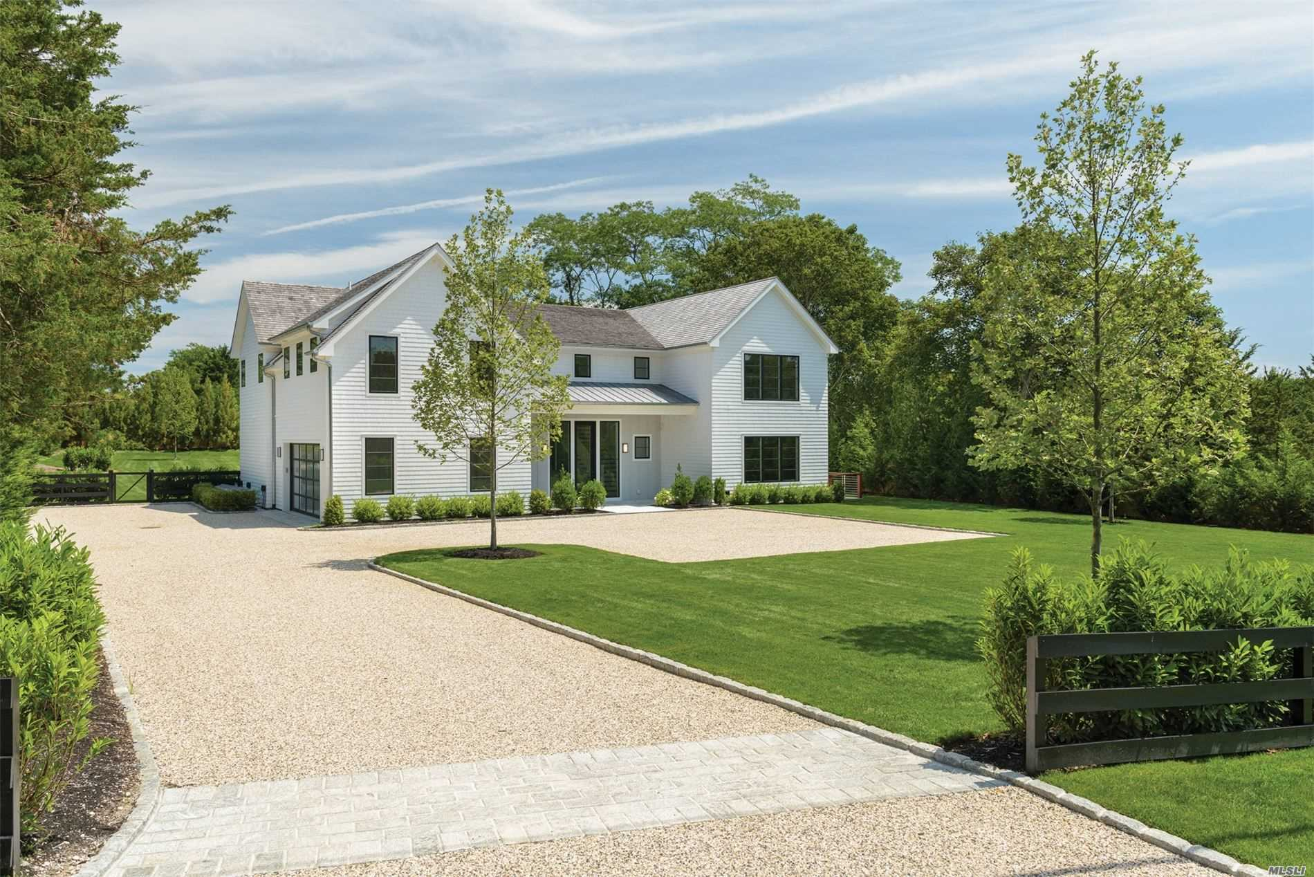 Residential For Sale in 32 Long Springs Roa, Southampton, NY ,11968
