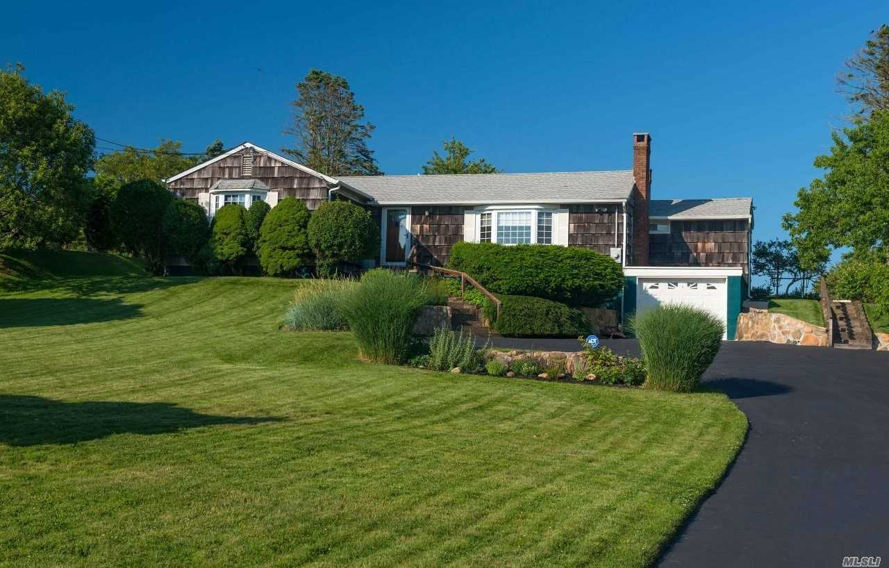 Residential For Sale in 128 Essex St, Montauk, NY ,11954