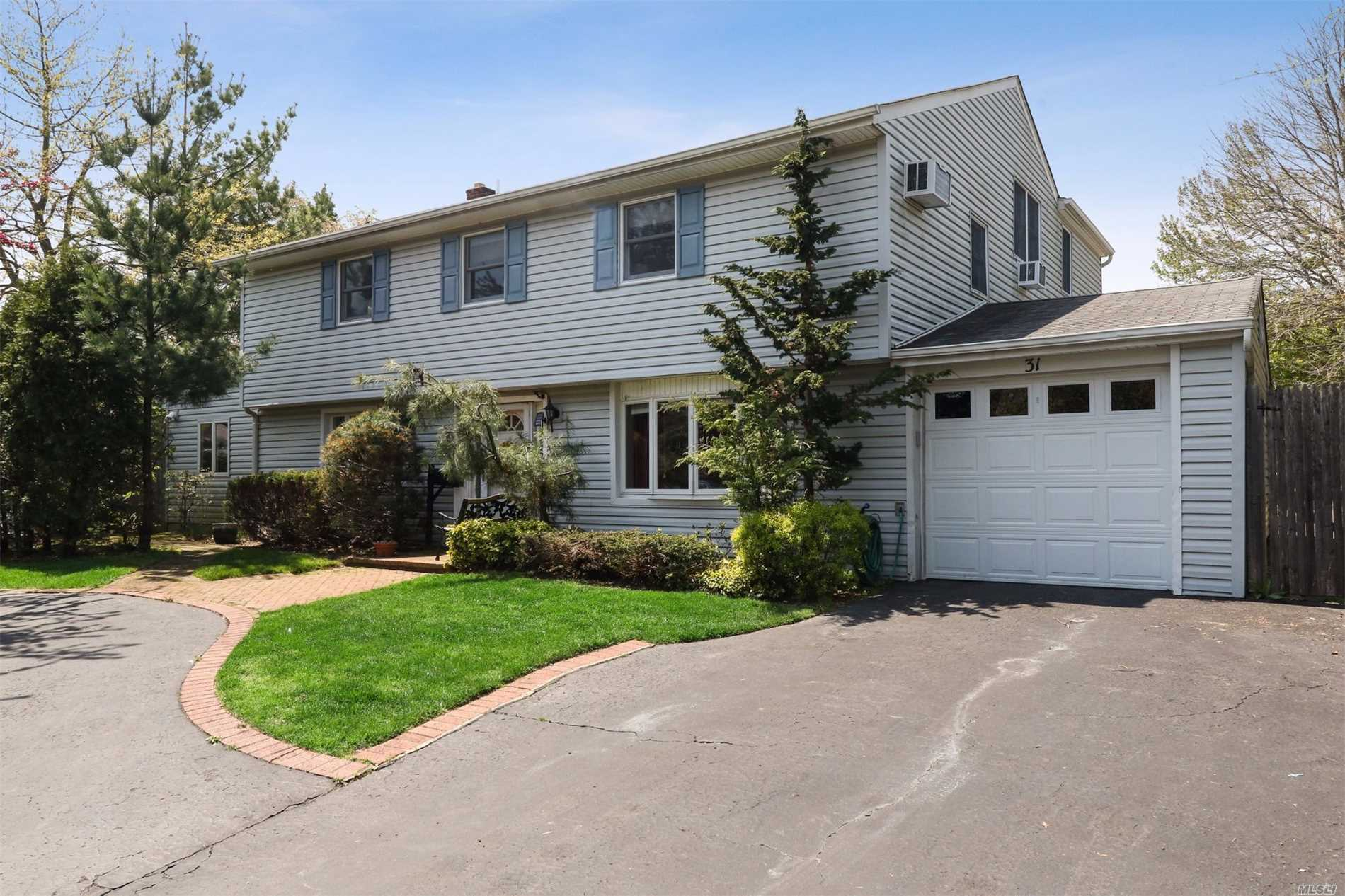 Residential For Sale in 31 Oxford Rd, Old Bethpage, NY ,11804