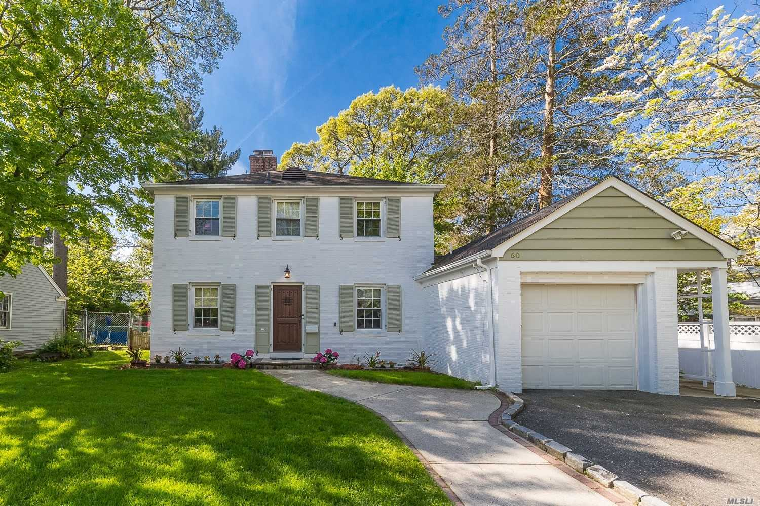 Residential For Sale in 60 Whitehall Rd, Rockville Centre, NY ,11570