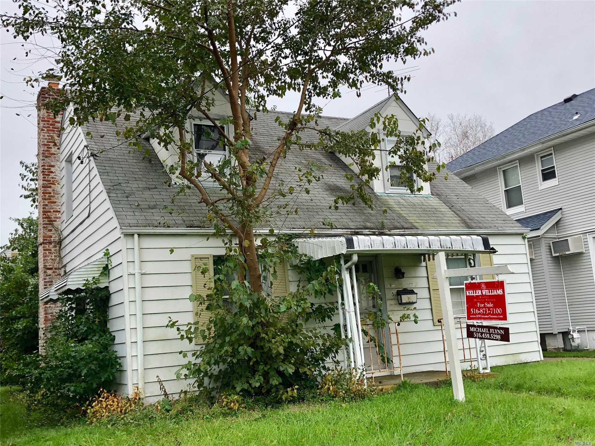 Residential For Sale in 56 Stewart Ave, Stewart Manor, NY ,11530