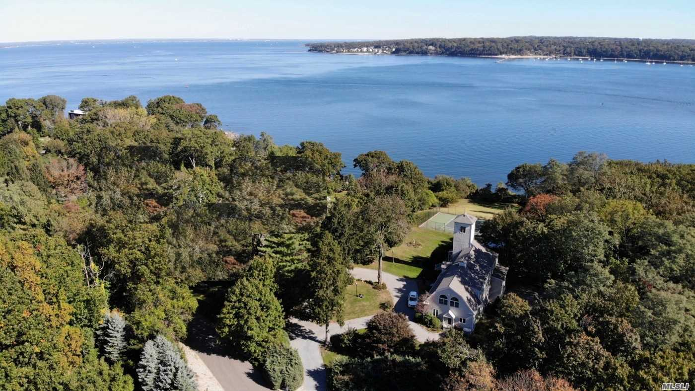 Residential For Sale in 46 Forest Dr, Port Washington, NY ,11050