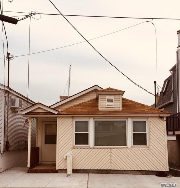 Residential For Sale in 37 11th W Rd, Broad Channel, NY ,11693