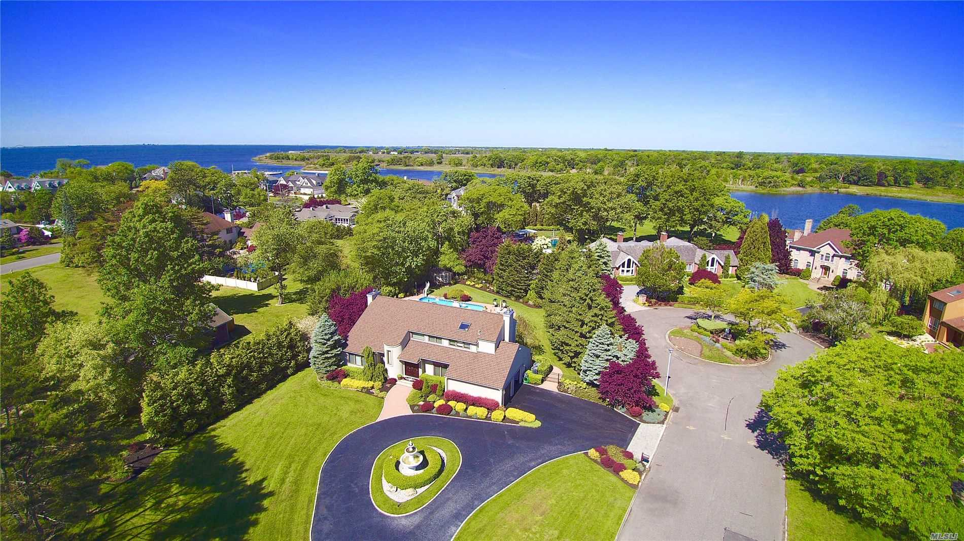 Residential For Sale in 8 The Mast, East Islip, NY ,11730