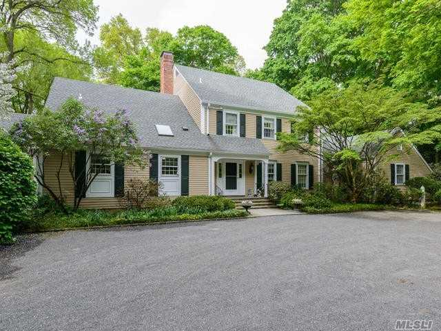 Residential For Sale in 4 Cherrywood Rd, Locust Valley, NY ,11560
