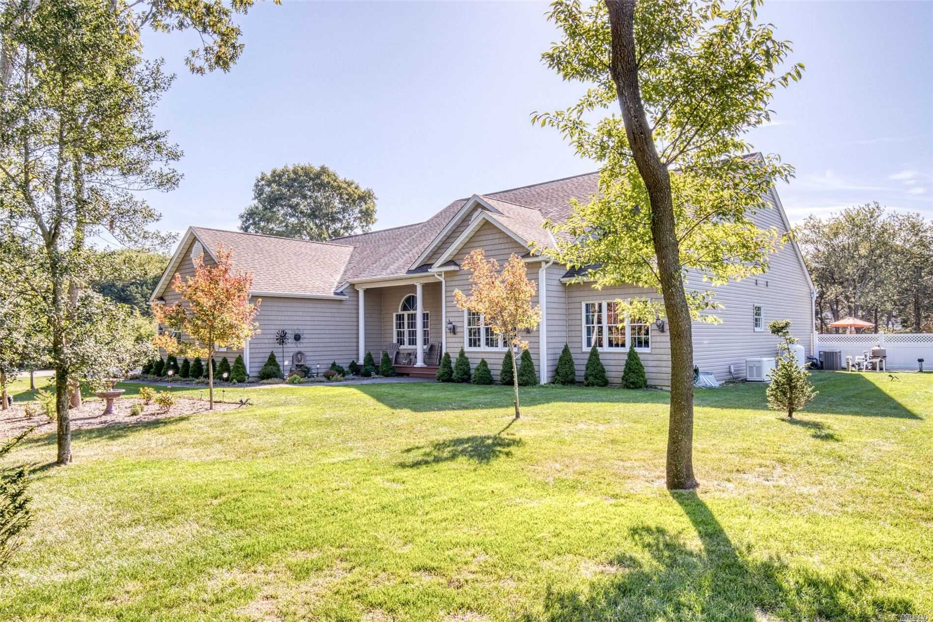 Residential For Sale in 4 Tuthill Point Rd, East Moriches, NY ,11940