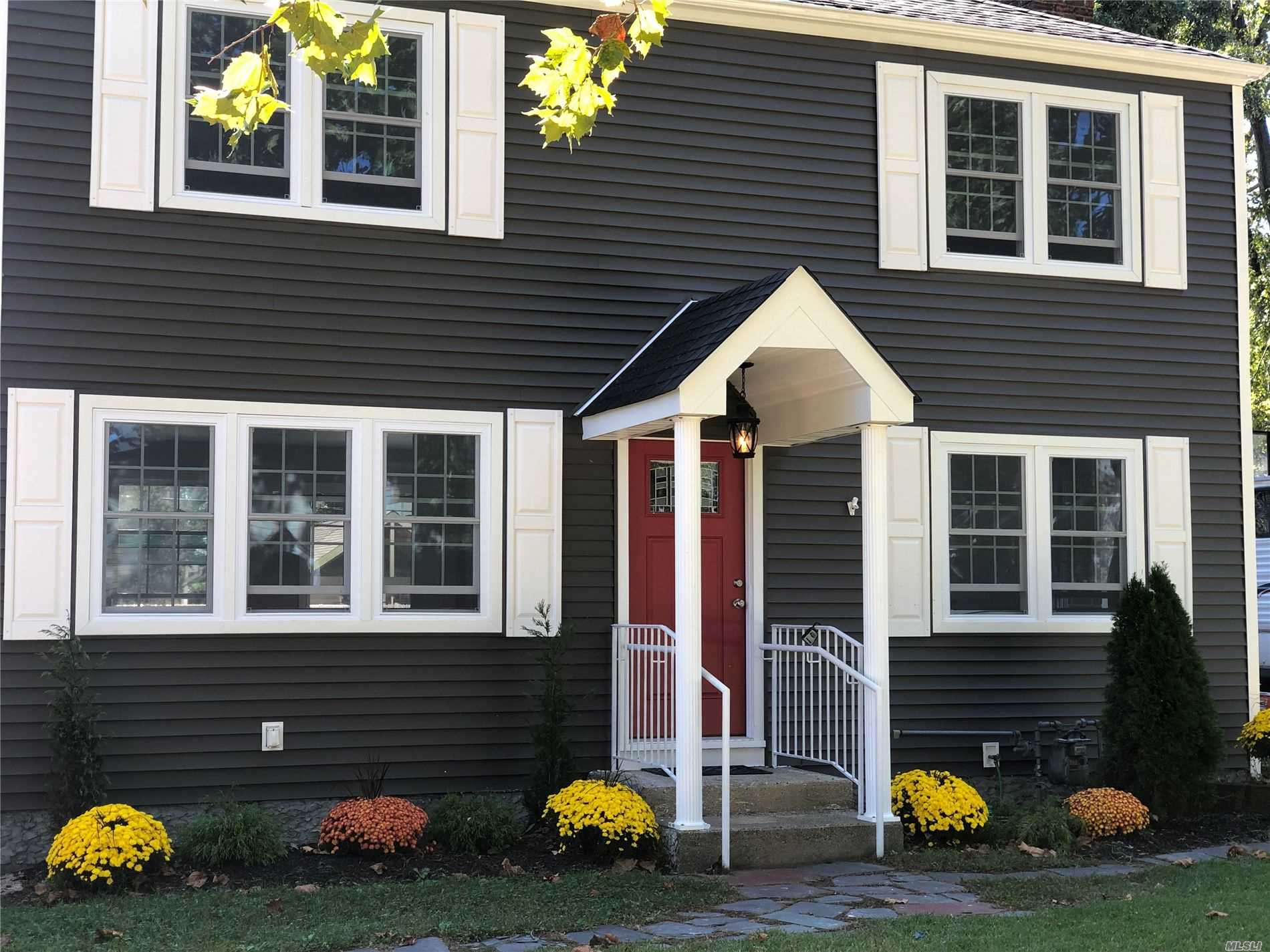 Residential For Sale in 2950 Cambridge Rd, Wantagh, NY ,11793