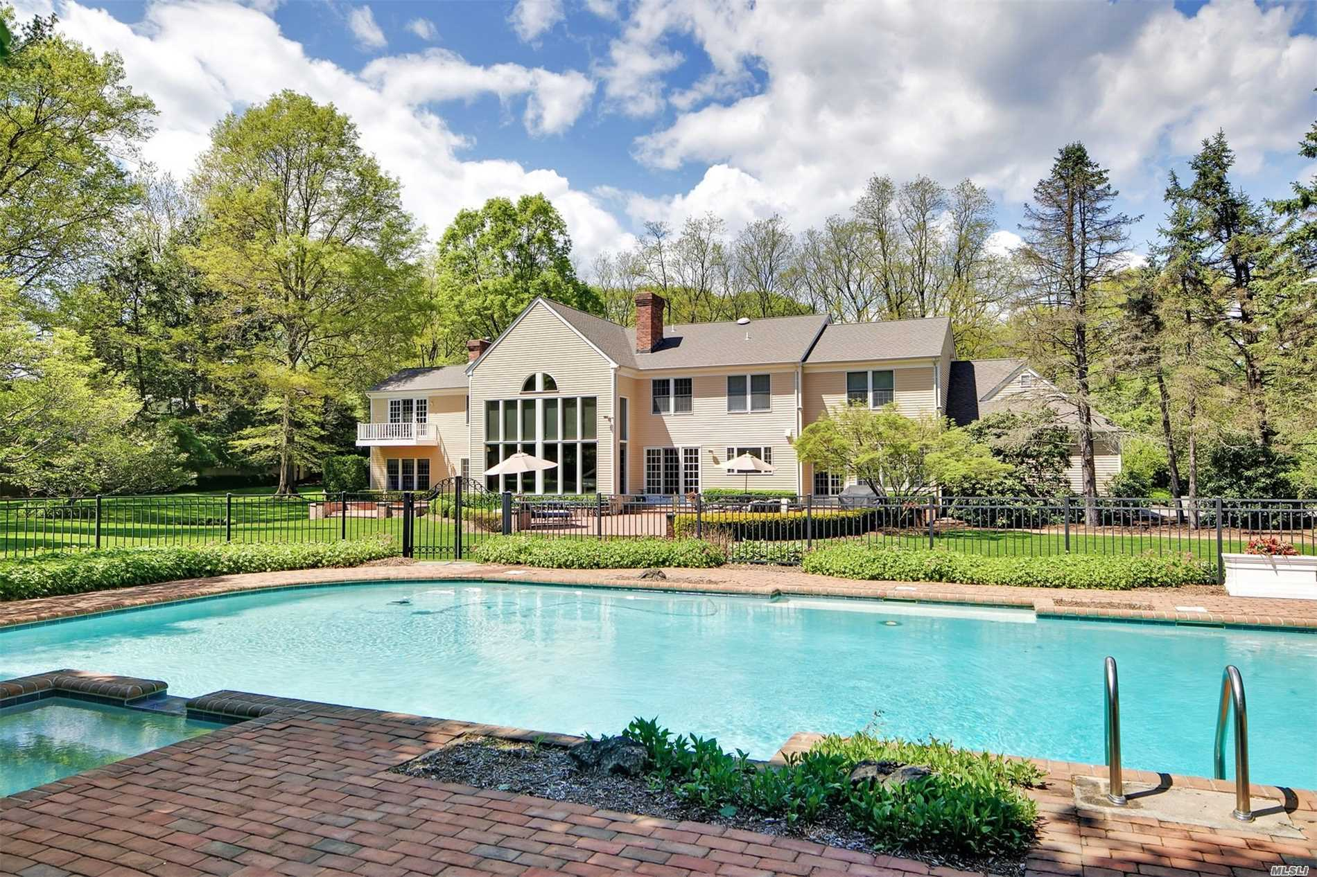 Residential For Sale in 50 Feeks Ln, Lattingtown, NY ,11560