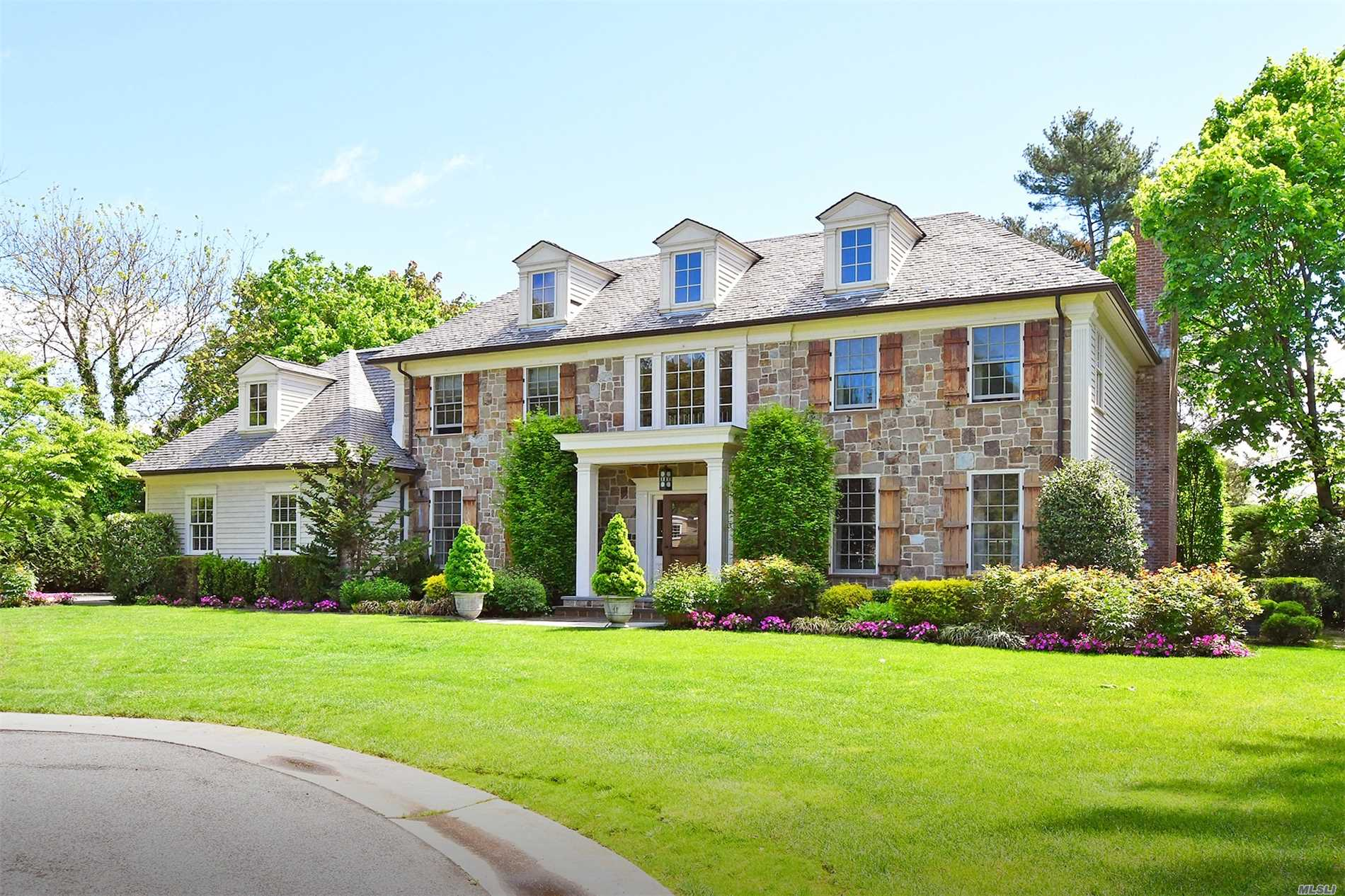 Residential For Sale in 14 Elm Ln, Manhasset, NY ,11030