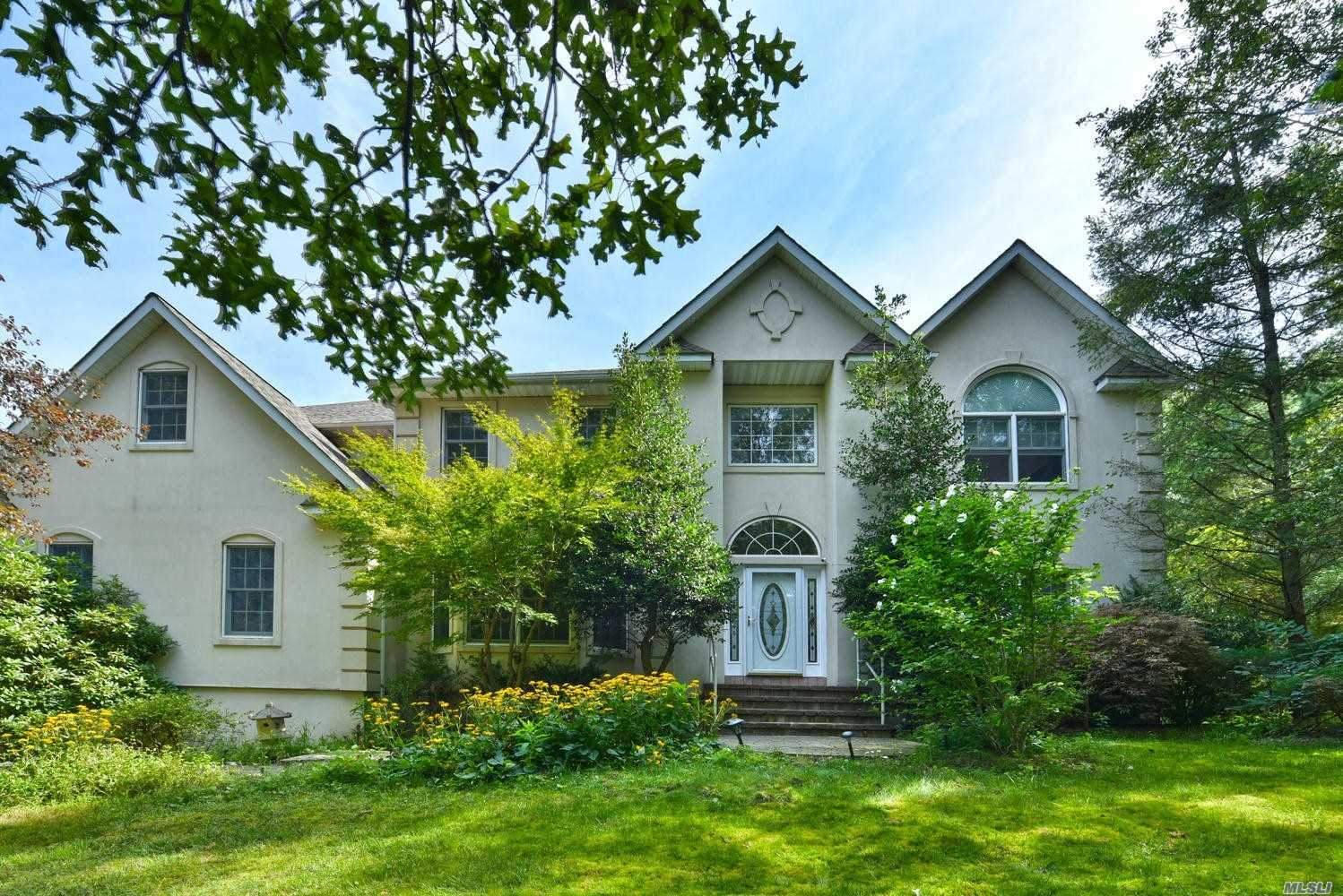 Residential For Sale in 10 Highland Ave, Dix Hills, NY ,11746