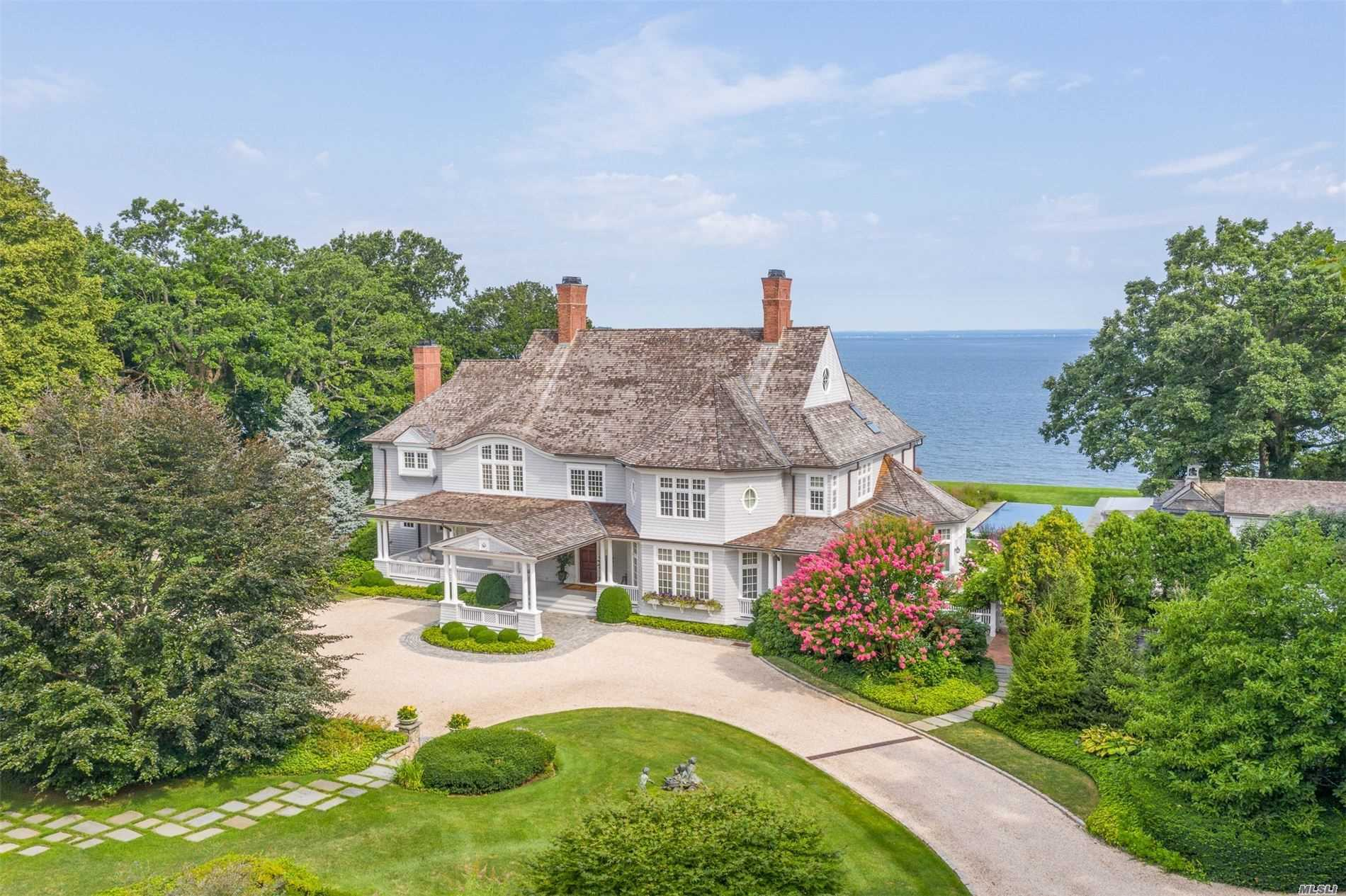 Residential For Sale in 1 Sydney Rd, Huntington Bay, NY ,11743