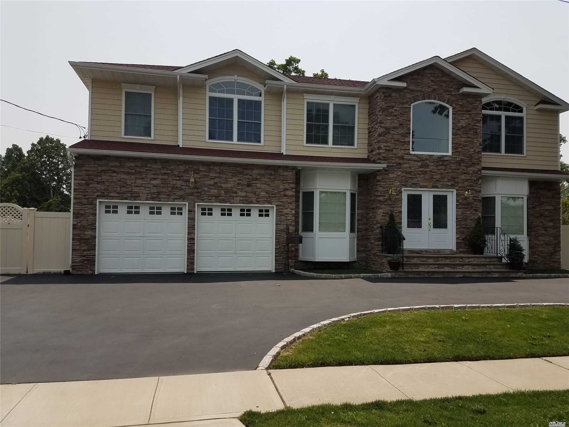 Residential For Sale in 116 Smith St, Massapequa Park, NY ,11762
