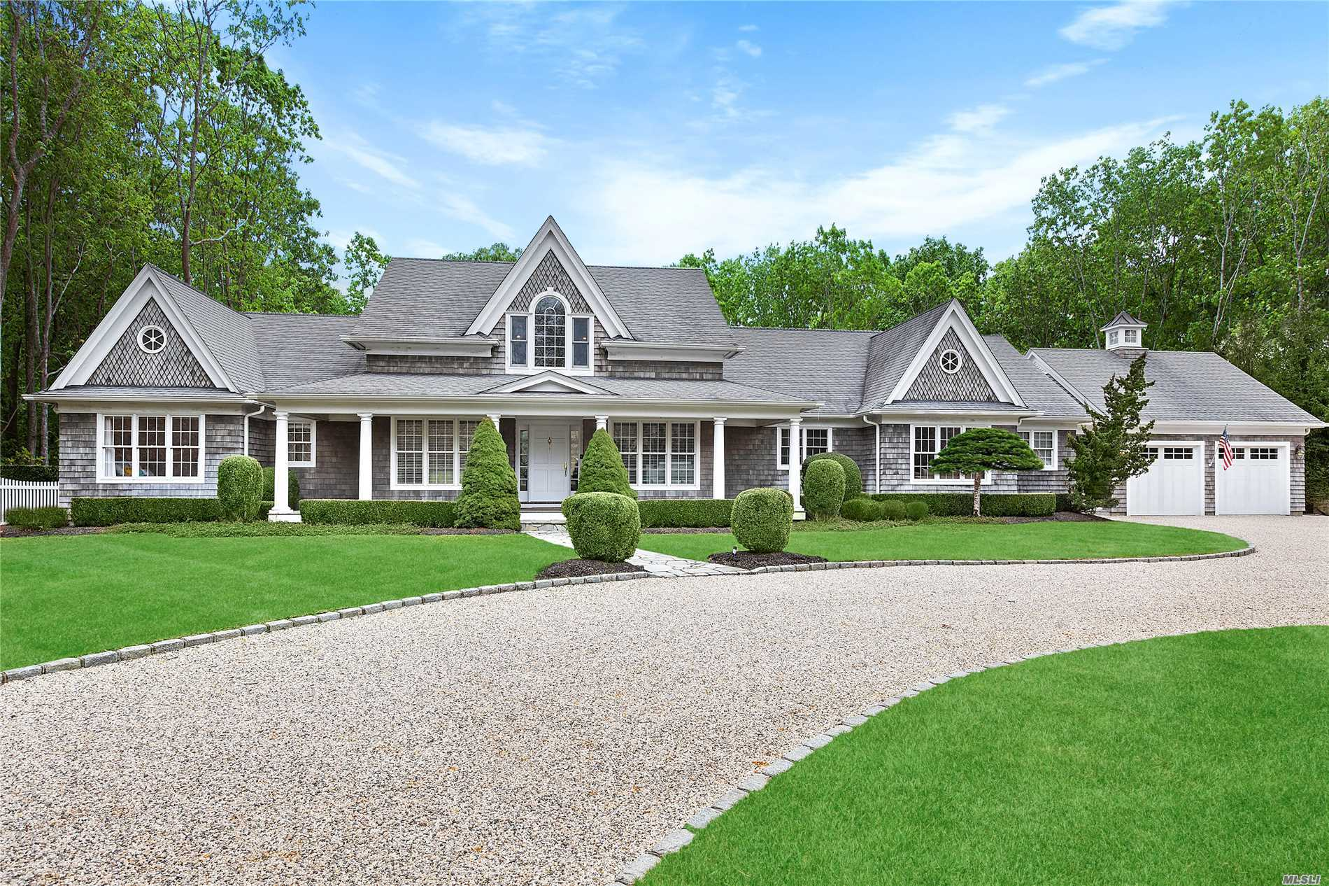 Residential For Sale in 3 Oakland Ln, E. Quogue, NY ,11942