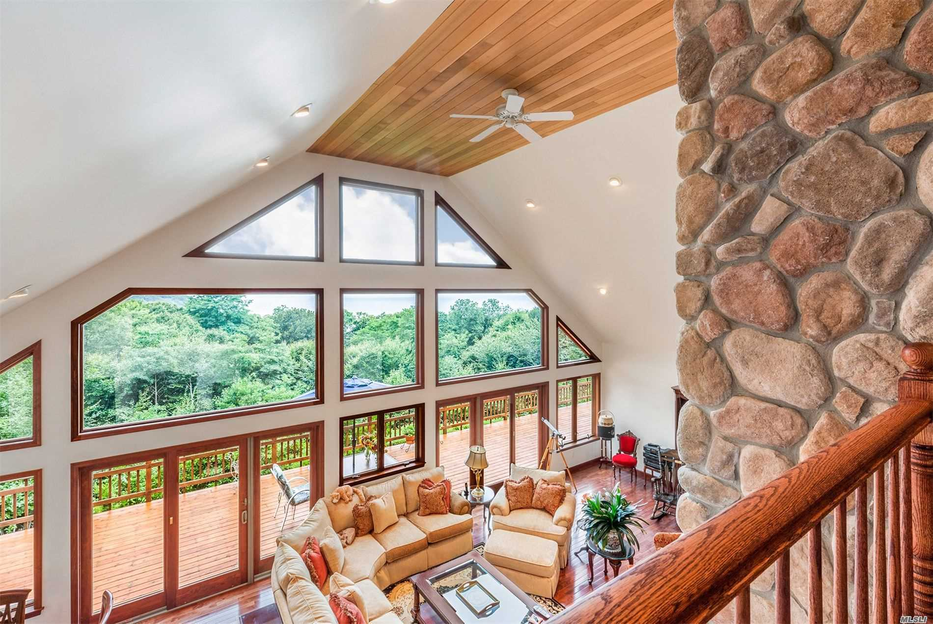 Residential For Sale in 10 Silver Beech Ln, Baiting Hollow, NY ,11933