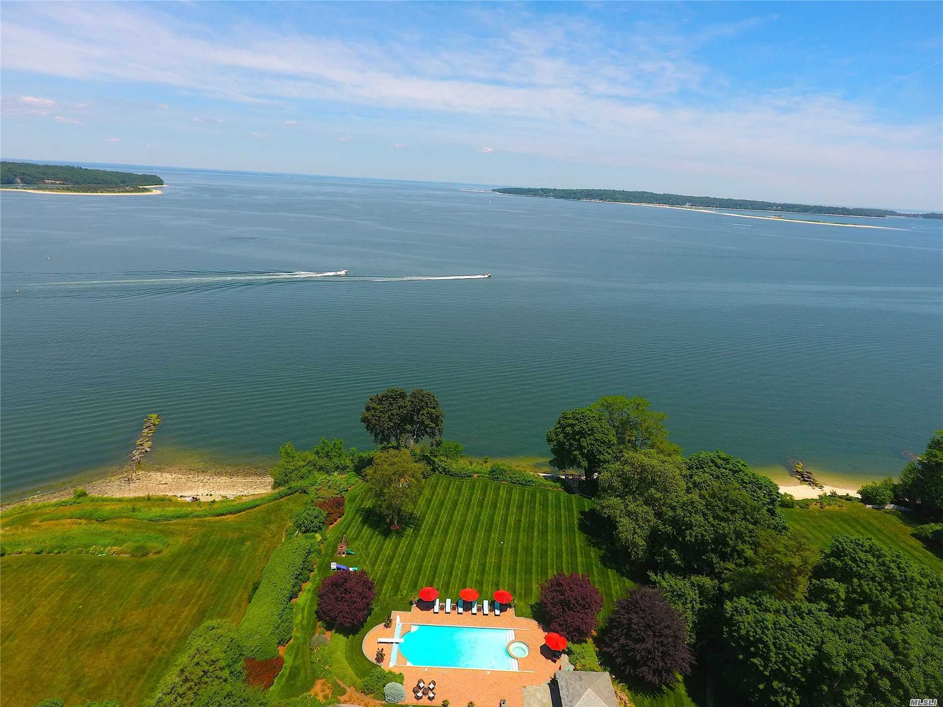 Residential For Sale in 6 Wincoma, Huntington Bay, NY ,11743