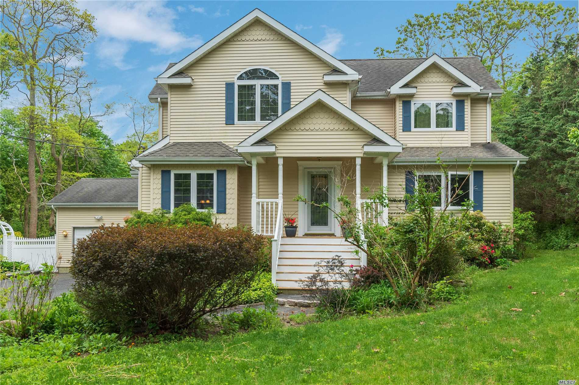 Residential For Sale in 21 Maple Rd, Baiting Hollow, NY ,11933
