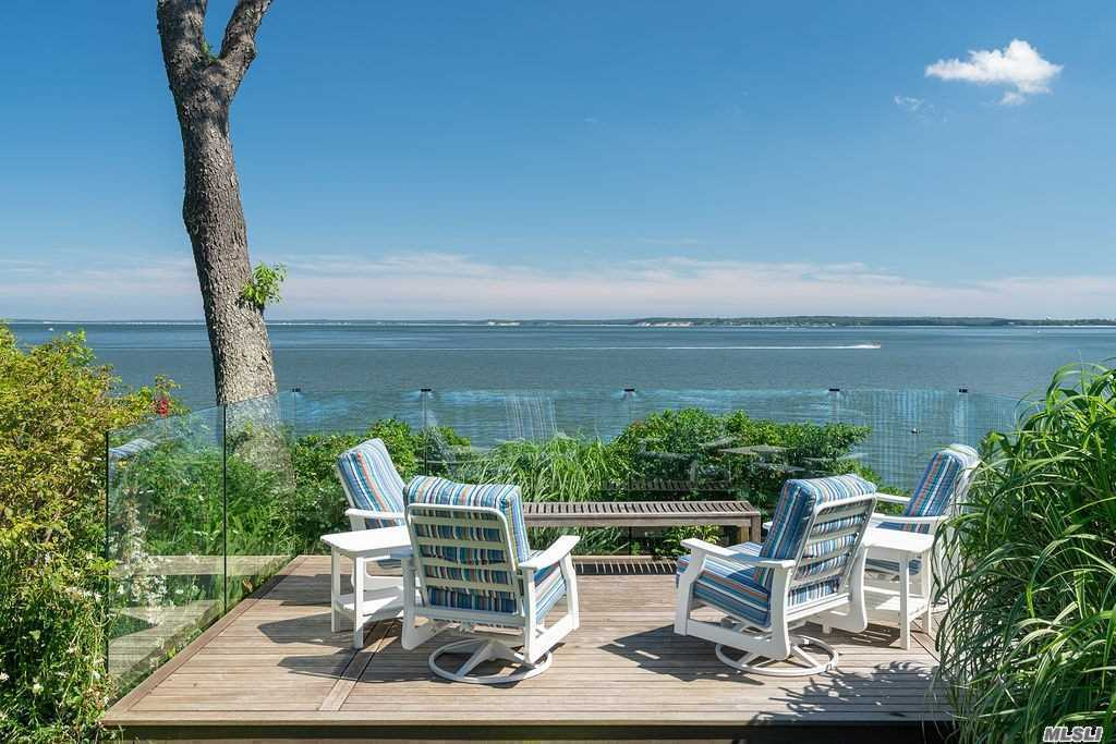 Residential For Sale in 1423 Peconic Bay Blvd, Laurel, NY ,11948