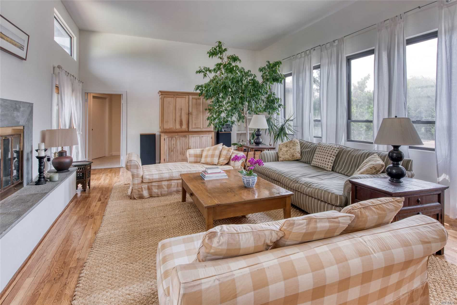 Residential For Sale in 4 Stillwater Ln, Westhampton Bch, NY ,11978