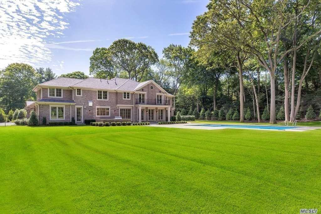 Residential For Sale in 6 A Carriage Dr, Old Westbury, NY ,11568
