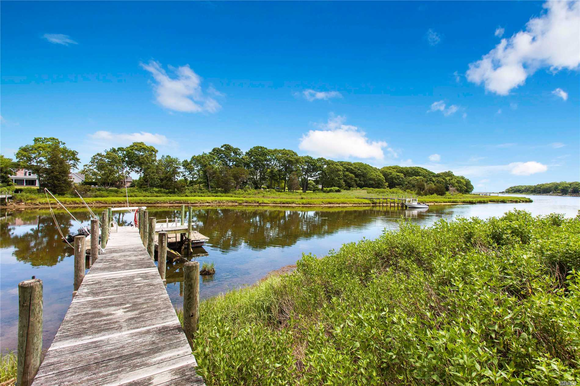 Residential For Sale in 1775 Indian Neck Ln, Peconic, NY ,11958