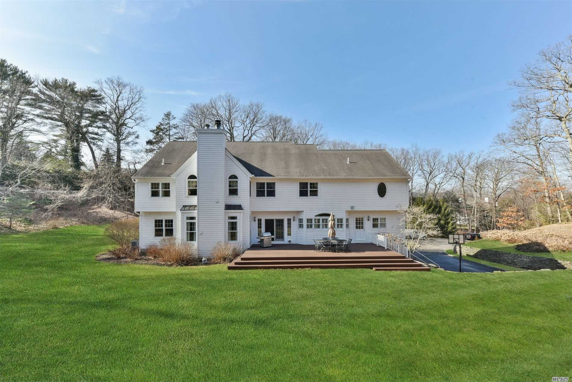 Residential For Sale in 1 Deering Ct, Laurel Hollow, NY ,11791