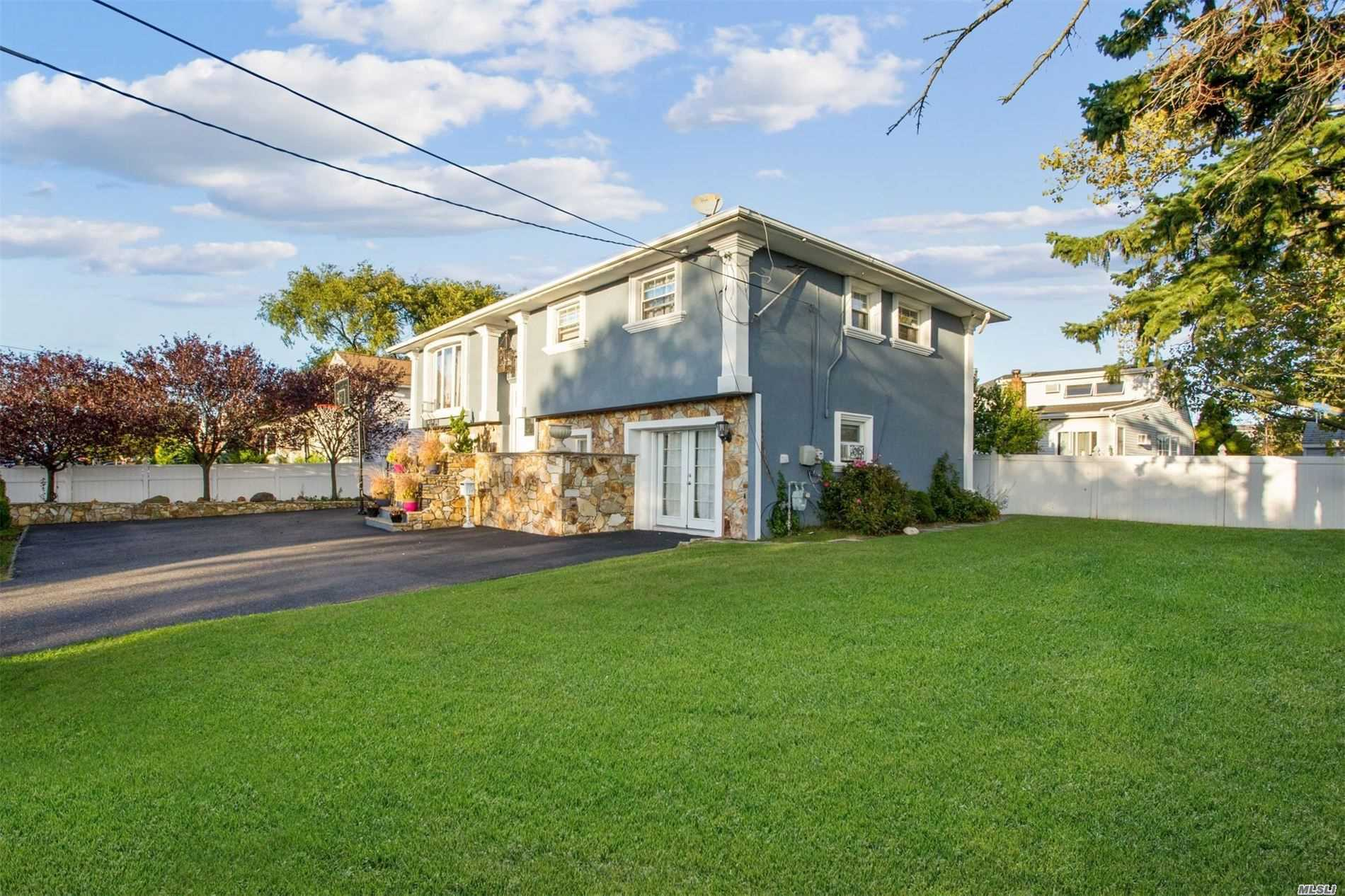 Residential For Sale in 168 Island Parkway W, Island Park, NY ,11558