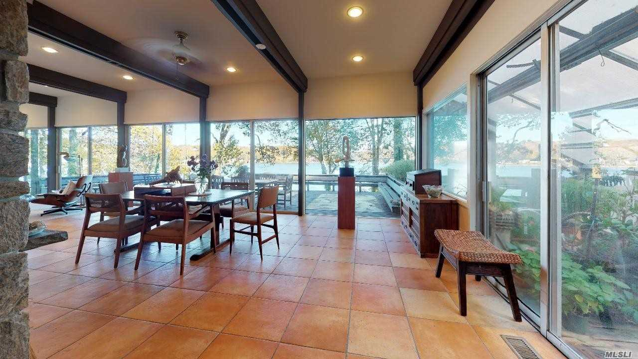 Residential For Sale in 1372 Ridge Rd, Laurel Hollow, NY ,11791