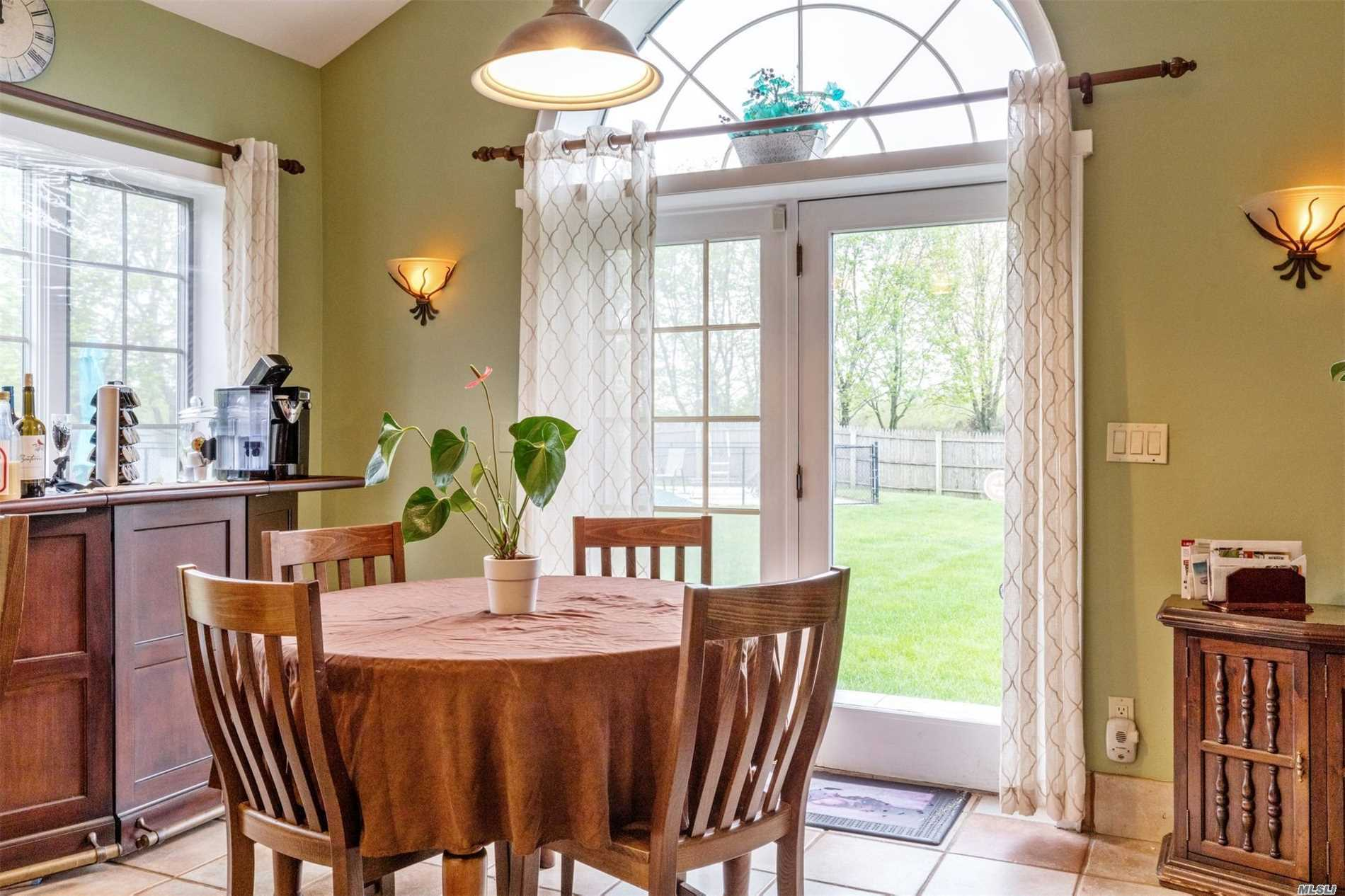 Residential For Sale in 2107 Sound Ave, Baiting Hollow, NY ,11933