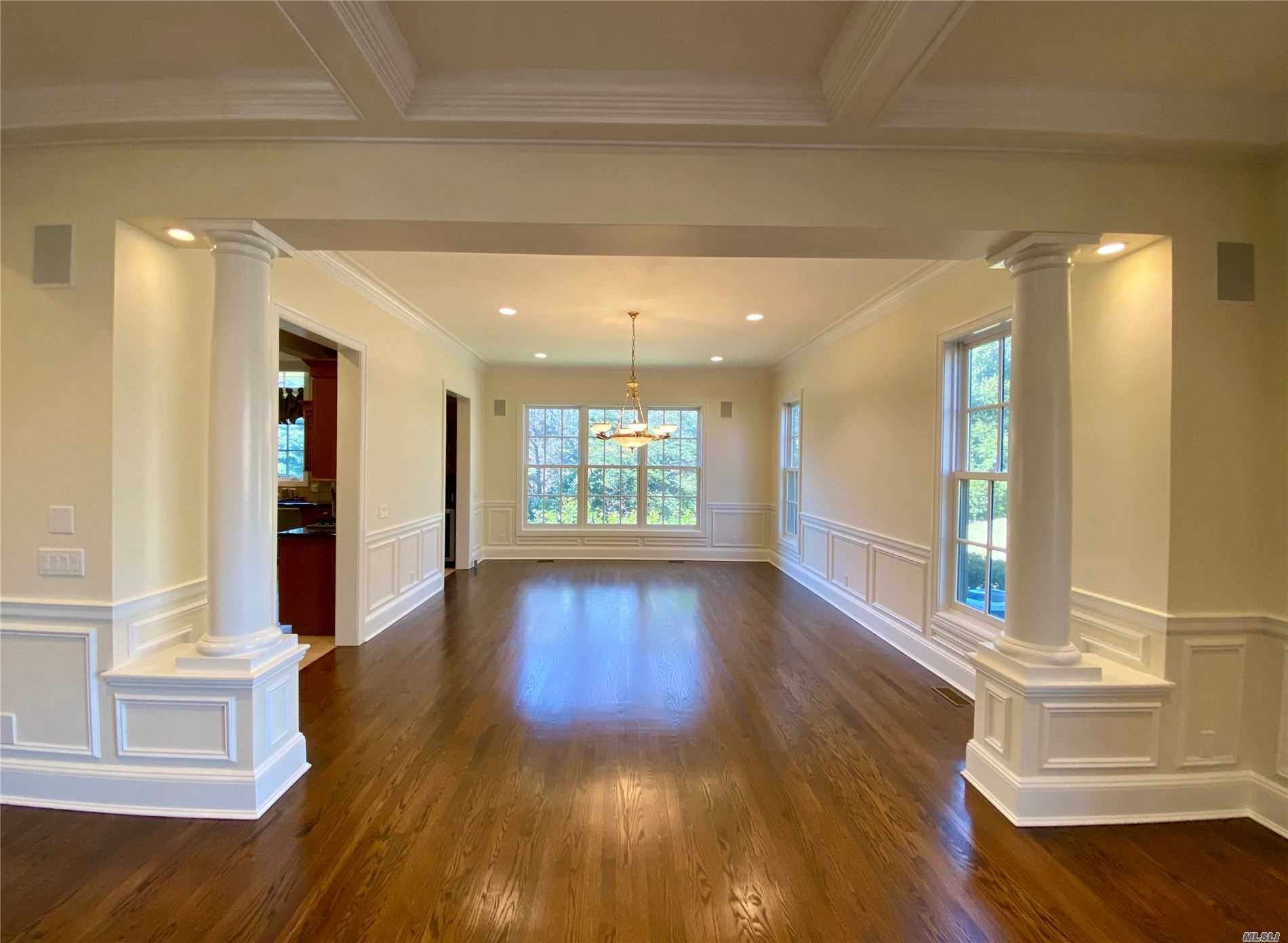 Residential For Sale in 9 Warwick Court, Muttontown, NY ,11791