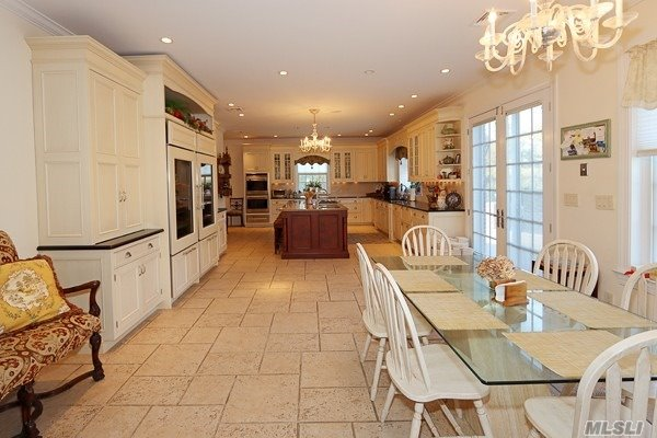 Residential For Sale in 1257 Plandome Rd, Manhasset, NY ,11030