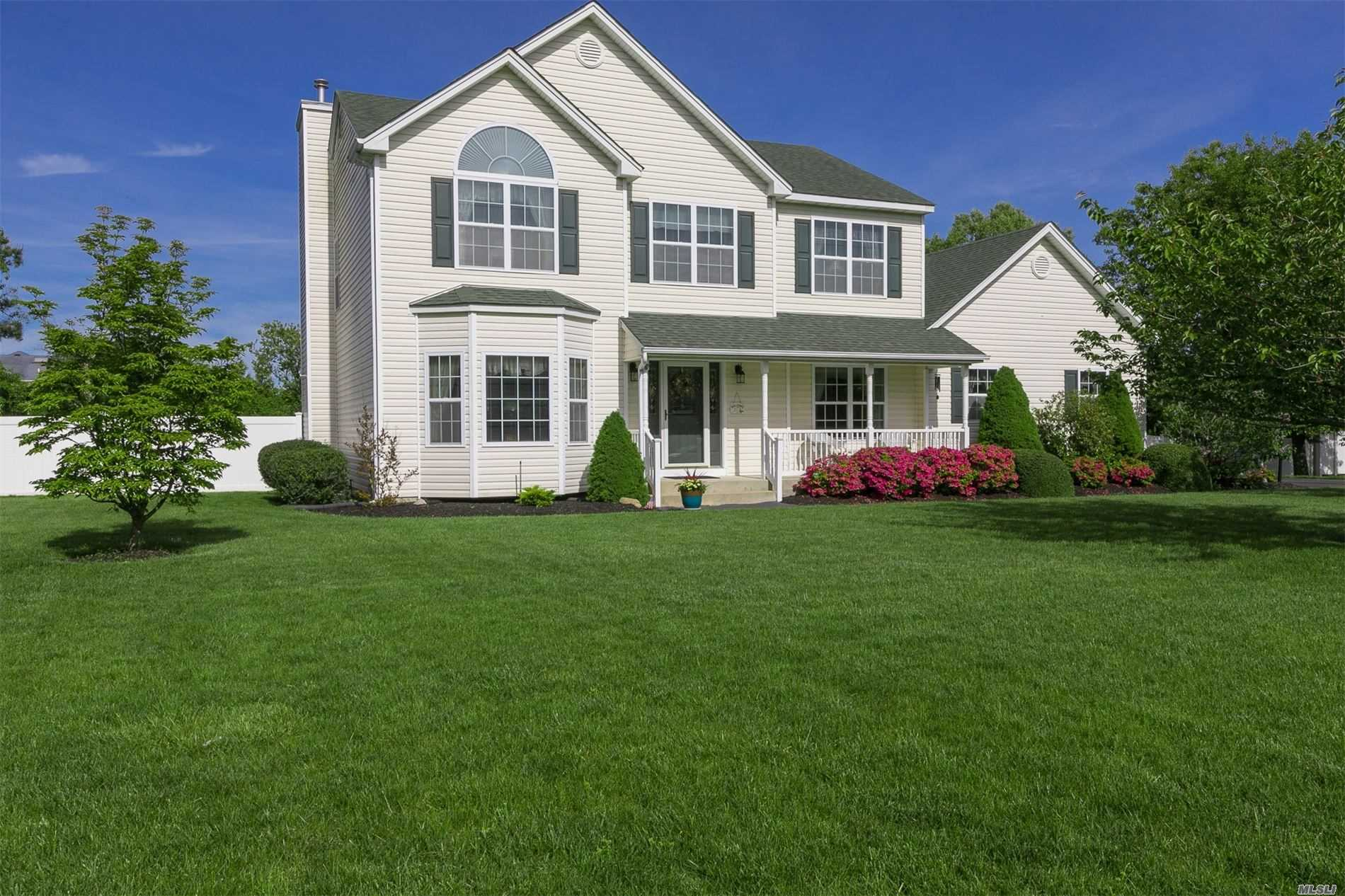 Residential For Sale in 7 Barberry Lane, Center Moriches, NY ,11934