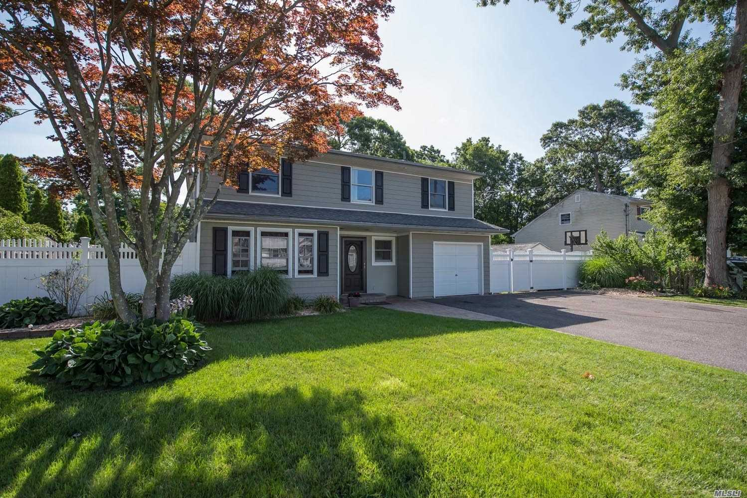 Residential For Sale in 179 Coates Avenue N, Lake Ronkonkoma, NY ,11779