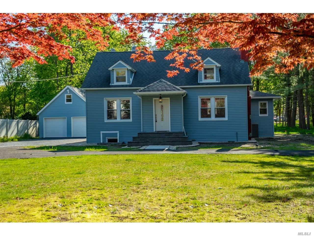 Residential For Sale in 165 Southern Boulevard, Nesconset, NY ,11767