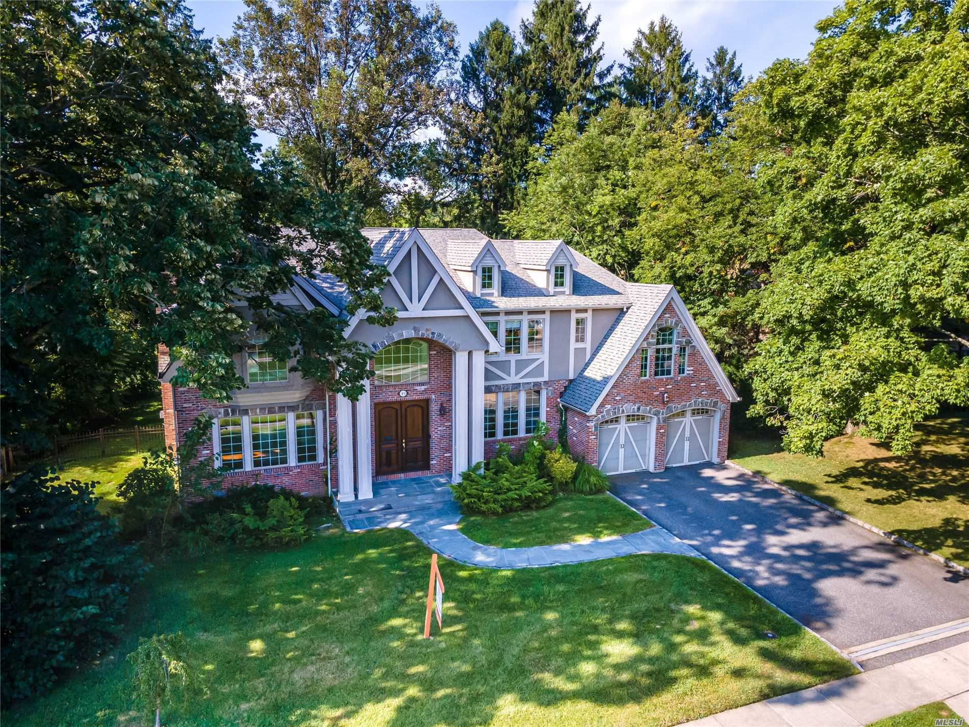 Residential For Sale in 49 Arbor Lane, Roslyn Heights, NY ,11577